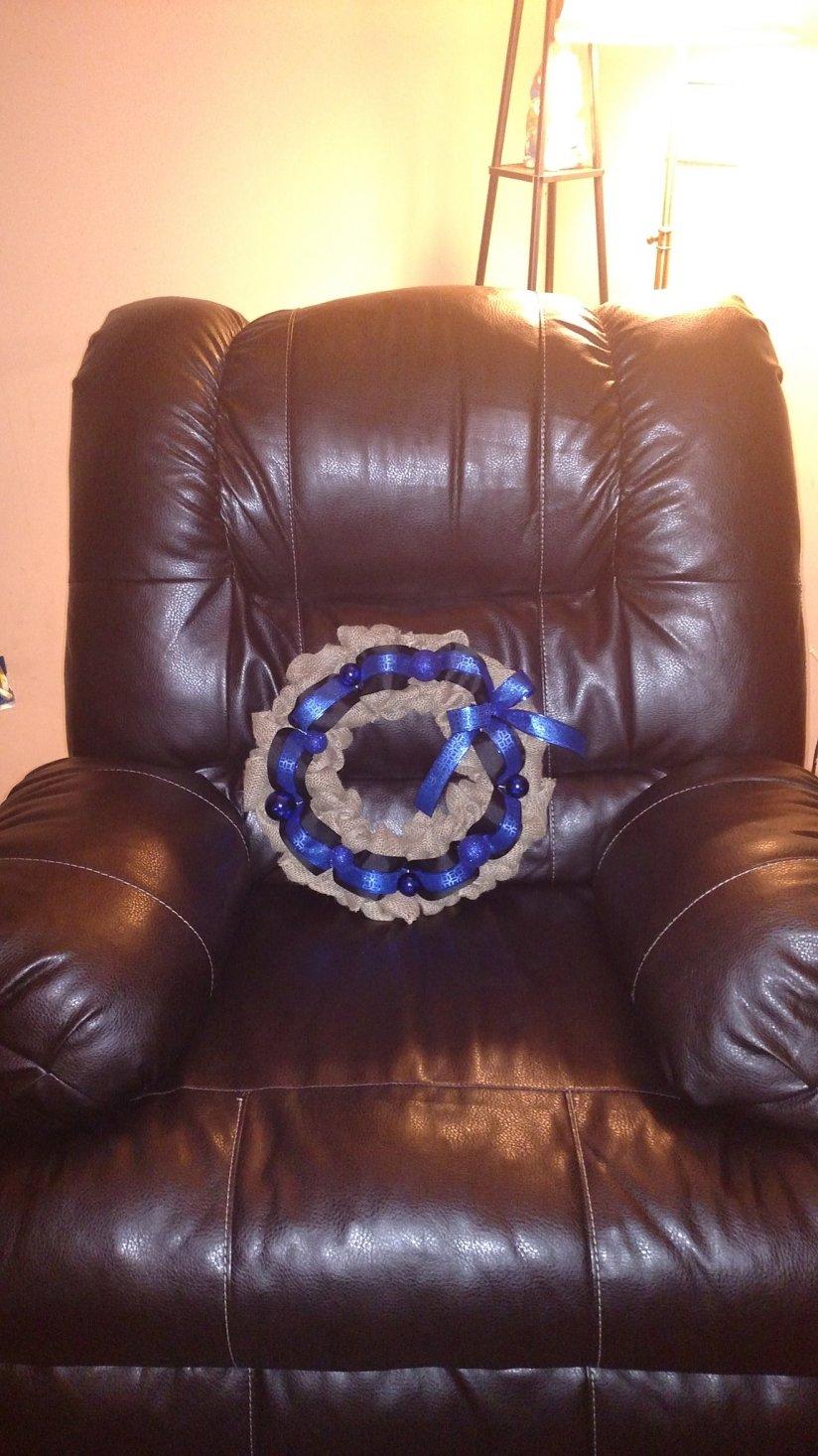 back the blue wreath